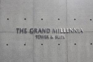 グランドミレーニアの看板