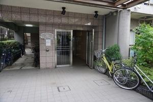 プレール三田のエントランス
