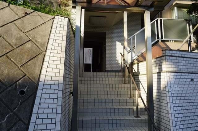 ワコーレ弘明寺のエントランス