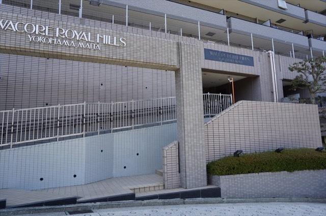 ワコーレロイヤルヒルズ横浜蒔田のエントランス
