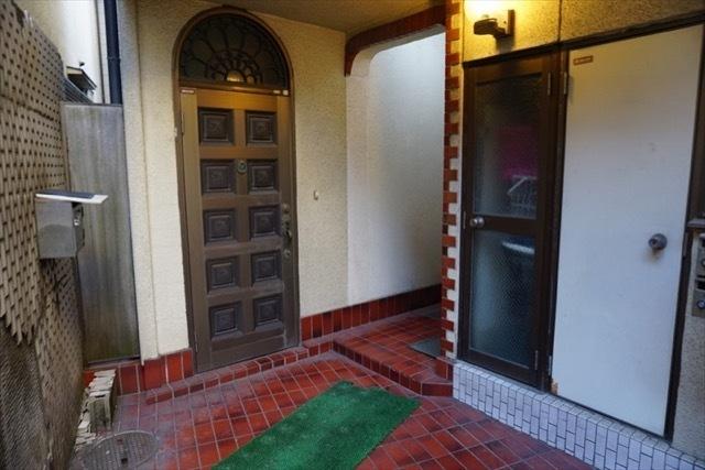 南長崎第2マンションのエントランス