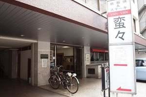 東京瓦会館ビルのエントランス