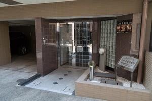 菱和パレス三軒茶屋壱番館のエントランス