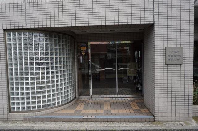 コスモ横浜保土ヶ谷のエントランス