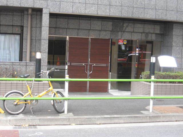 菱和パレス虎ノ門のエントランス