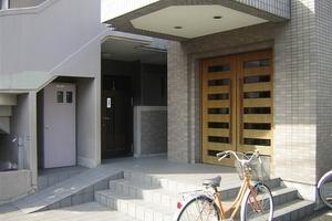 クレストコート篠崎のエントランス