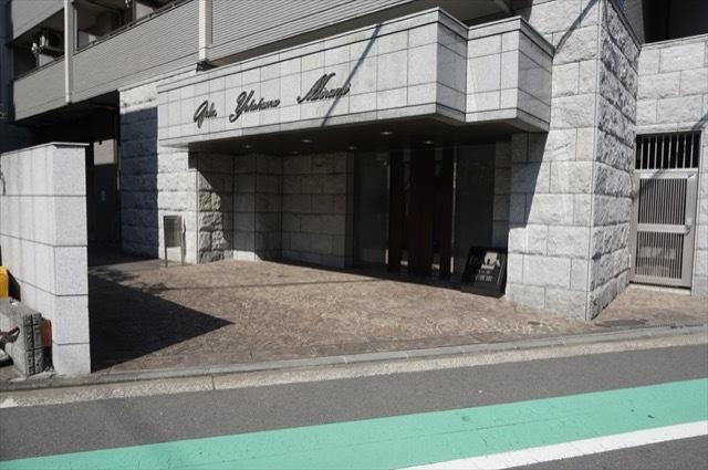 ガーラ横濱南のエントランス