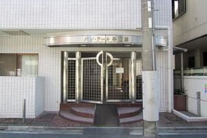 パレドール早稲田のエントランス
