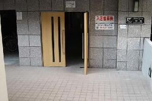 スカイコート神田のエントランス