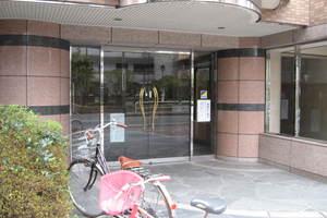 コートプラザ上野松が谷のエントランス