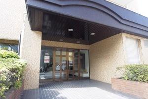 豊島要町ローヤルコーポのエントランス