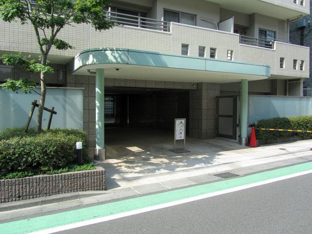 エムブランド新宿戸山公園のエントランス