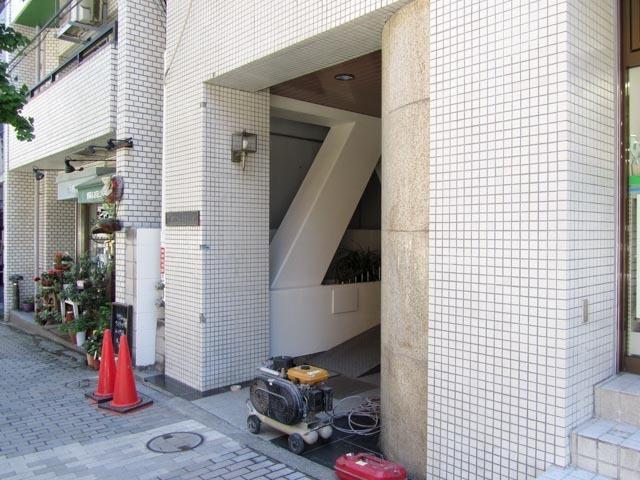 朝日神楽坂マンションのエントランス