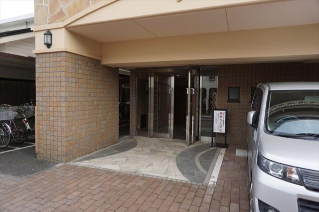 リブゼ横浜サザンコートのエントランス
