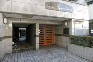 ガーラ渋谷本町のエントランス