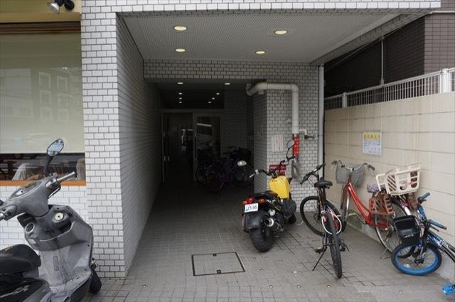 ストーク横浜医大前のエントランス