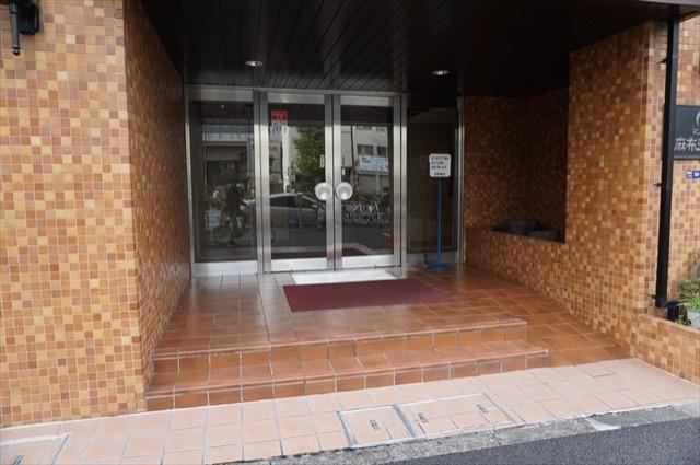 朝日マンション麻布三ノ橋のエントランス