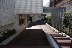 中銀世田谷桜丘マンシオンのエントランス