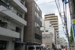 新宿MOAビルの外観