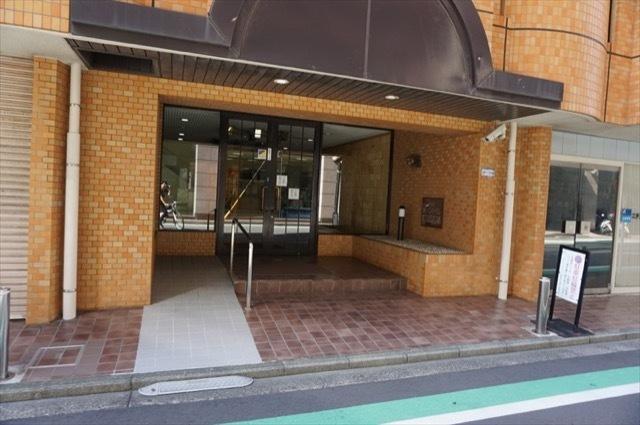 ニックハイム鶴見中央通りのエントランス