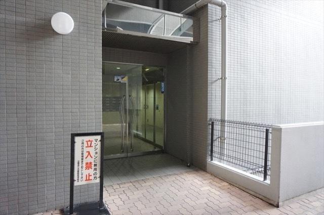 横浜公園通り弐番館のエントランス
