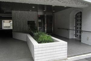 マンションヴィップ新宿御苑のエントランス