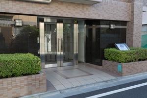 アールヴェール世田谷一丁目駒沢公園通りのエントランス
