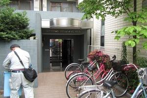 スカイコート新宿落合第5のエントランス