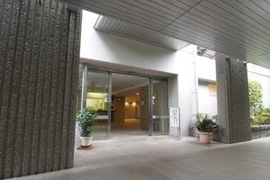加賀ガーデンハイツのエントランス