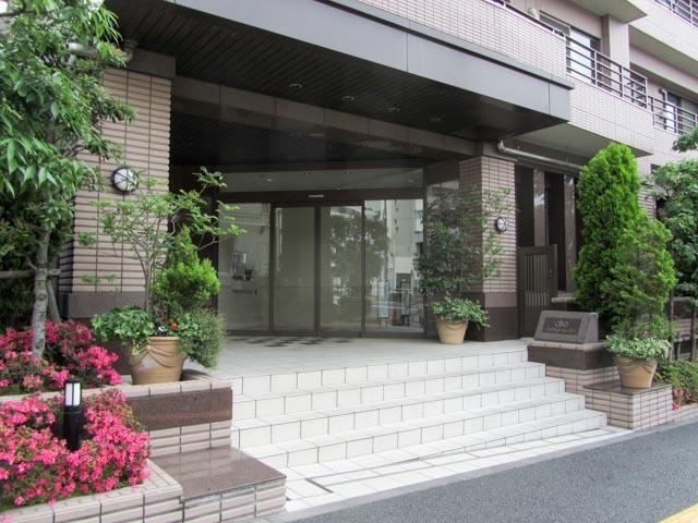 クリオ新宿戸山壱番館のエントランス