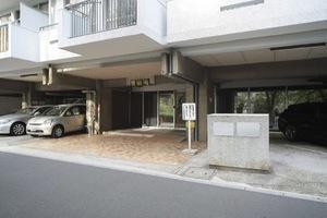 マンション雅叙苑(1〜5号館)のエントランス