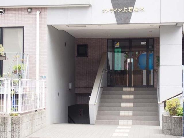 サンライン上野桜木のエントランス