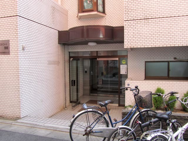 スカイコート西新宿のエントランス