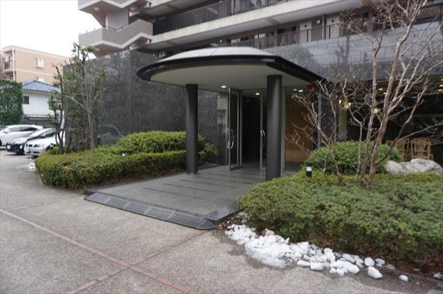 レガティス横浜山手のエントランス