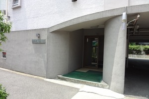 メゾンデューク菖蒲園のエントランス