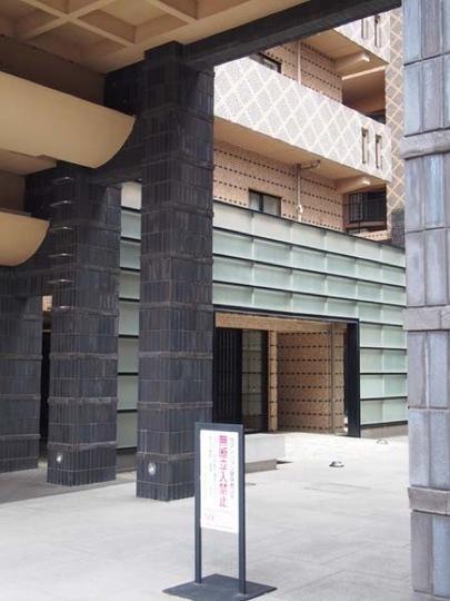 ルネ上野桜木のエントランス