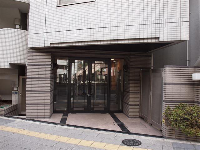 アクティア神田岩本町のエントランス