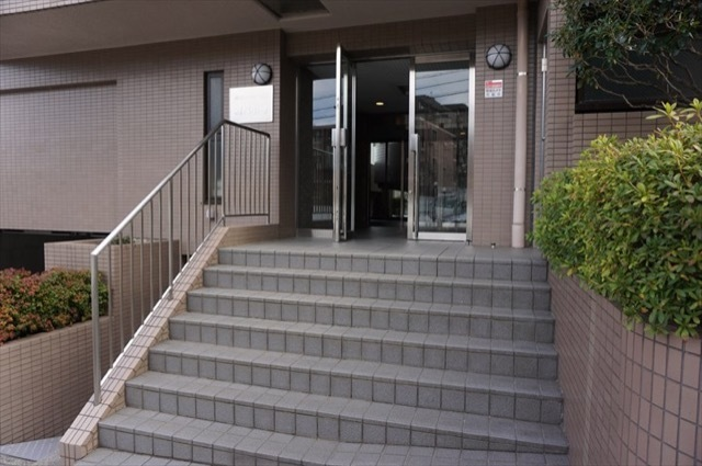 宮前平ガーデンハウス3番館アダージョのエントランス