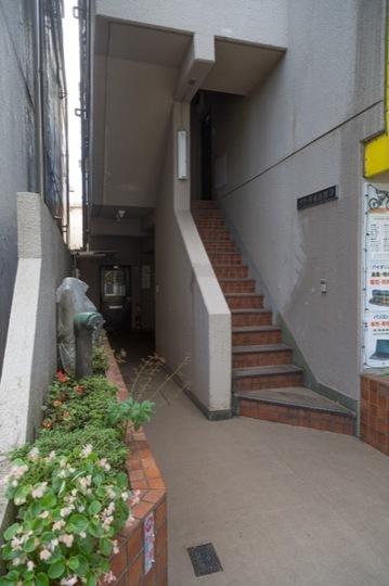 メゾーネ東高円寺のエントランス
