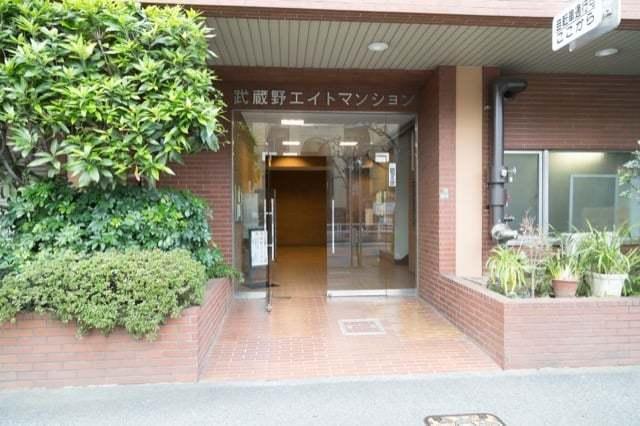 武蔵野エイトマンションのエントランス