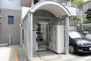 コートハウス北新宿のエントランス