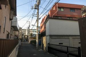ワコー幡ヶ谷マンションB館の外観