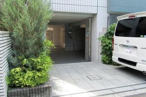 スカイコート新宿弐番館のエントランス