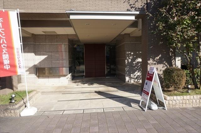 コスモ横浜鶴見ヴェルテックスのエントランス