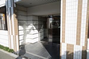 プレミアムキューブジー駒沢大学のエントランス