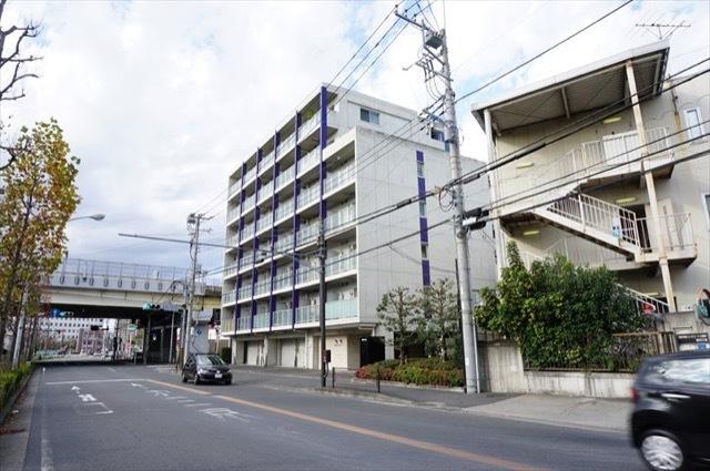 レグラス武蔵新城モーターガラージュの外観