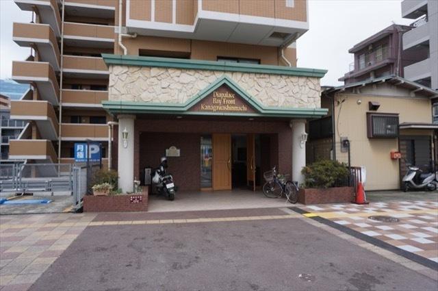 ダイアパレスベイフロント神奈川新町のエントランス