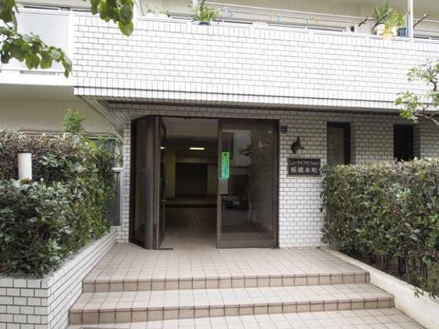ニューライフマンション板橋本町のエントランス