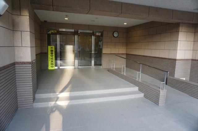 オーベル横浜鶴見セントラルパークのエントランス