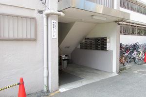 新宿コーポ2号館のエントランス